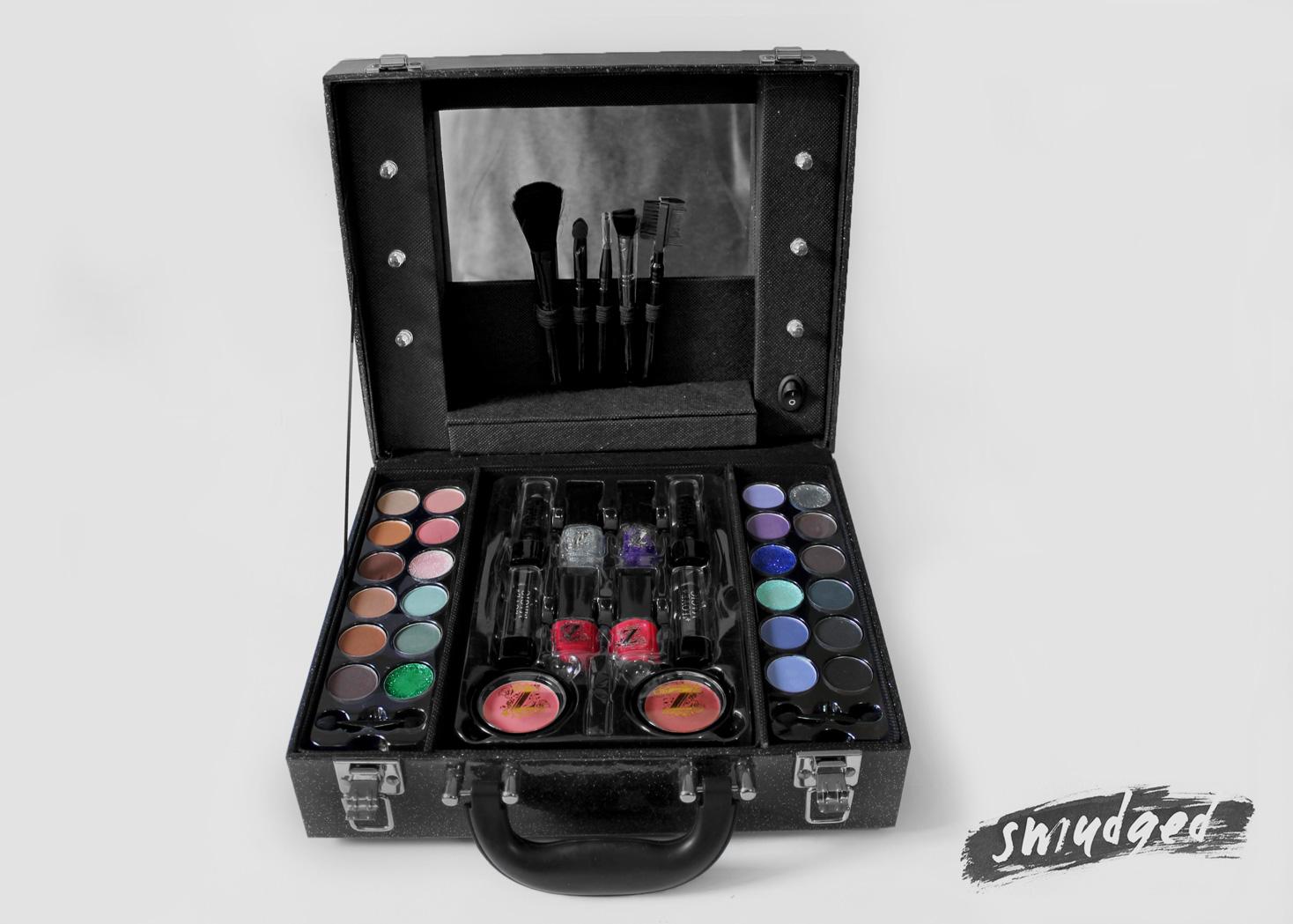 Make up box douglas